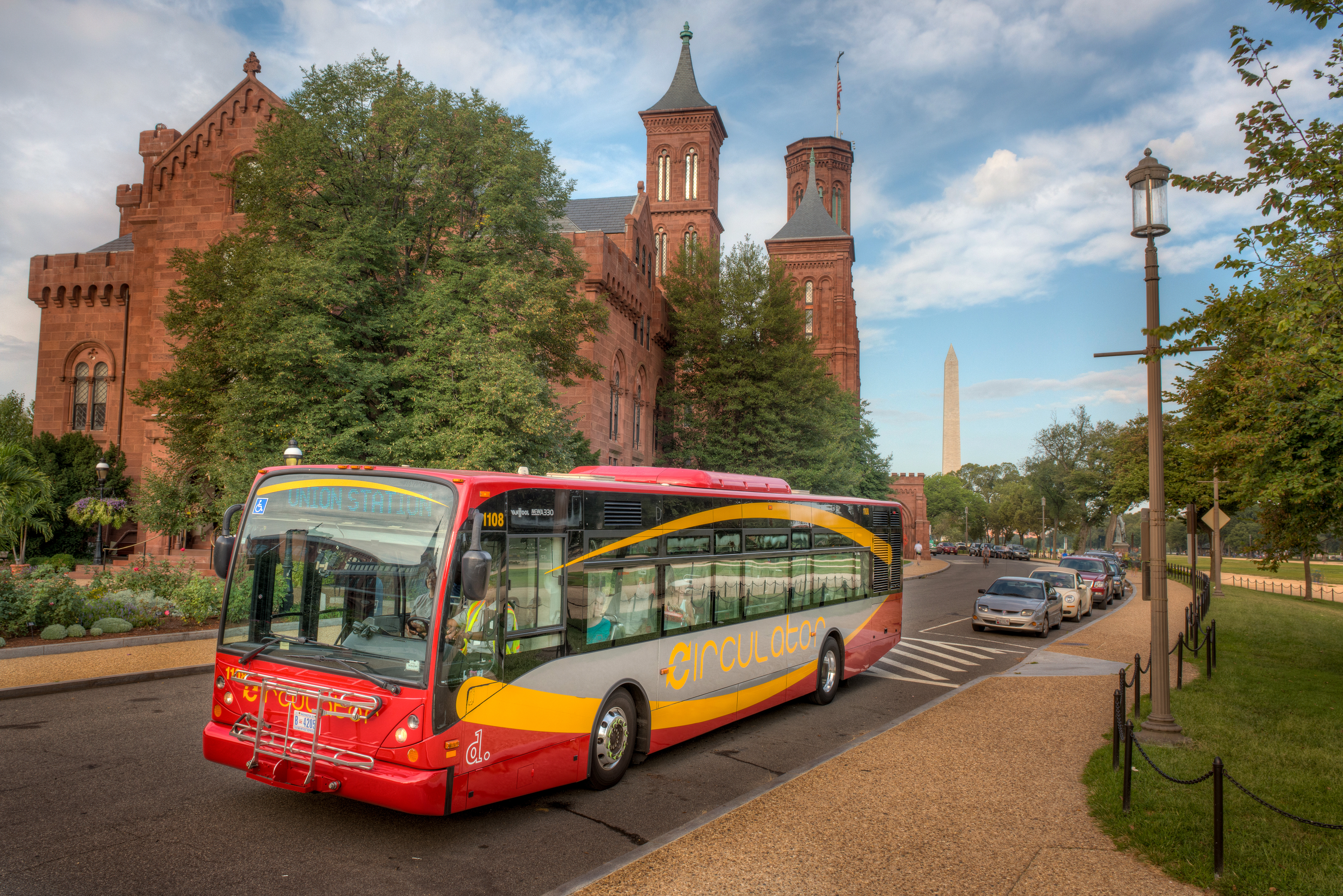 DC Circulator at Smithsonian Visitor's Center