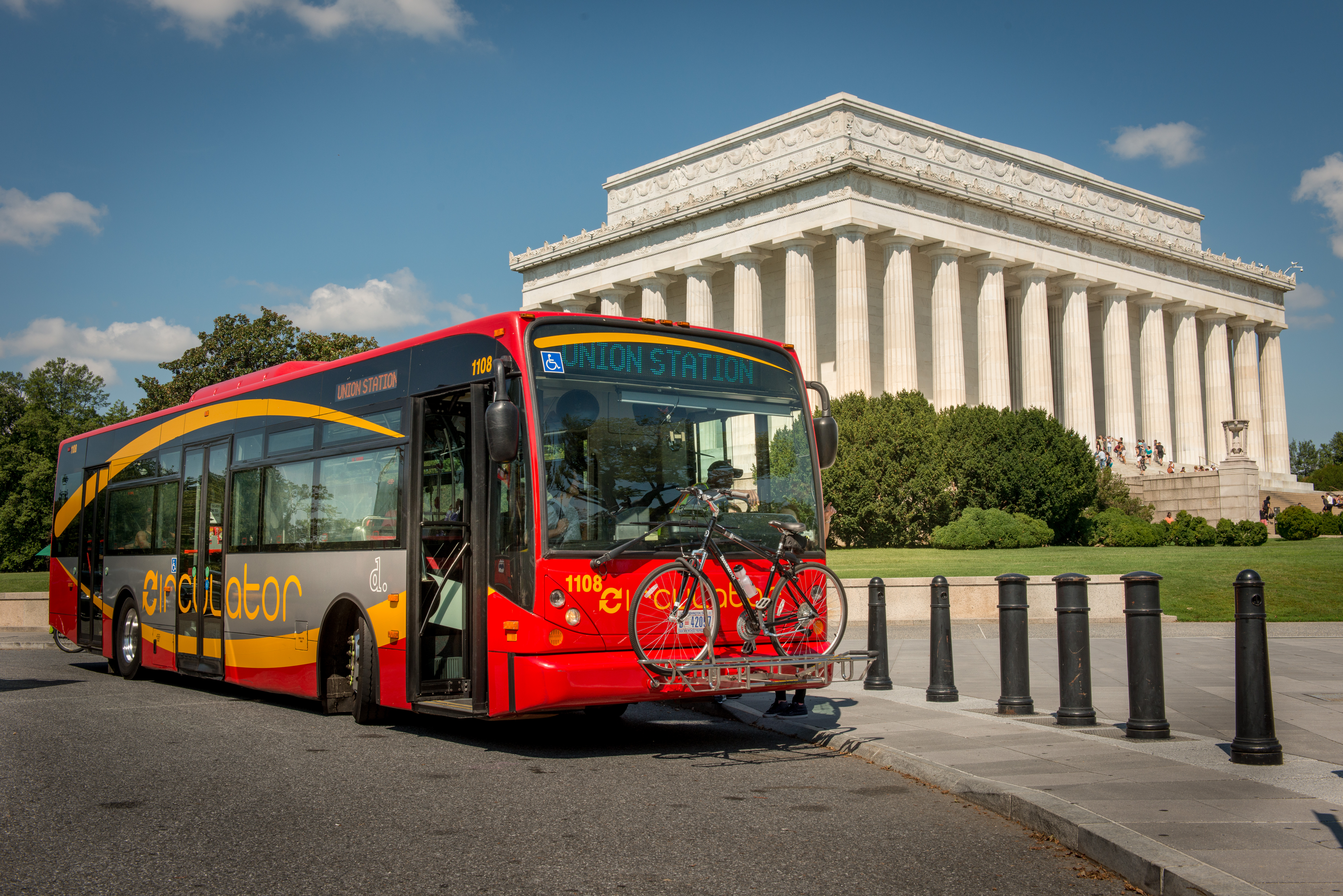 DC Circulator at the Lincoln Memorial on National Mall route